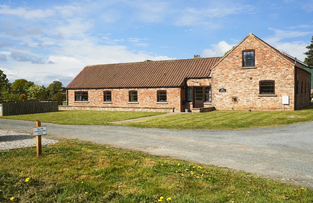 Details about a cottage Holiday at The Old Combine Shed