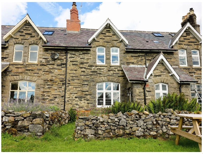 Click here for more about 2 Railway Cottages
